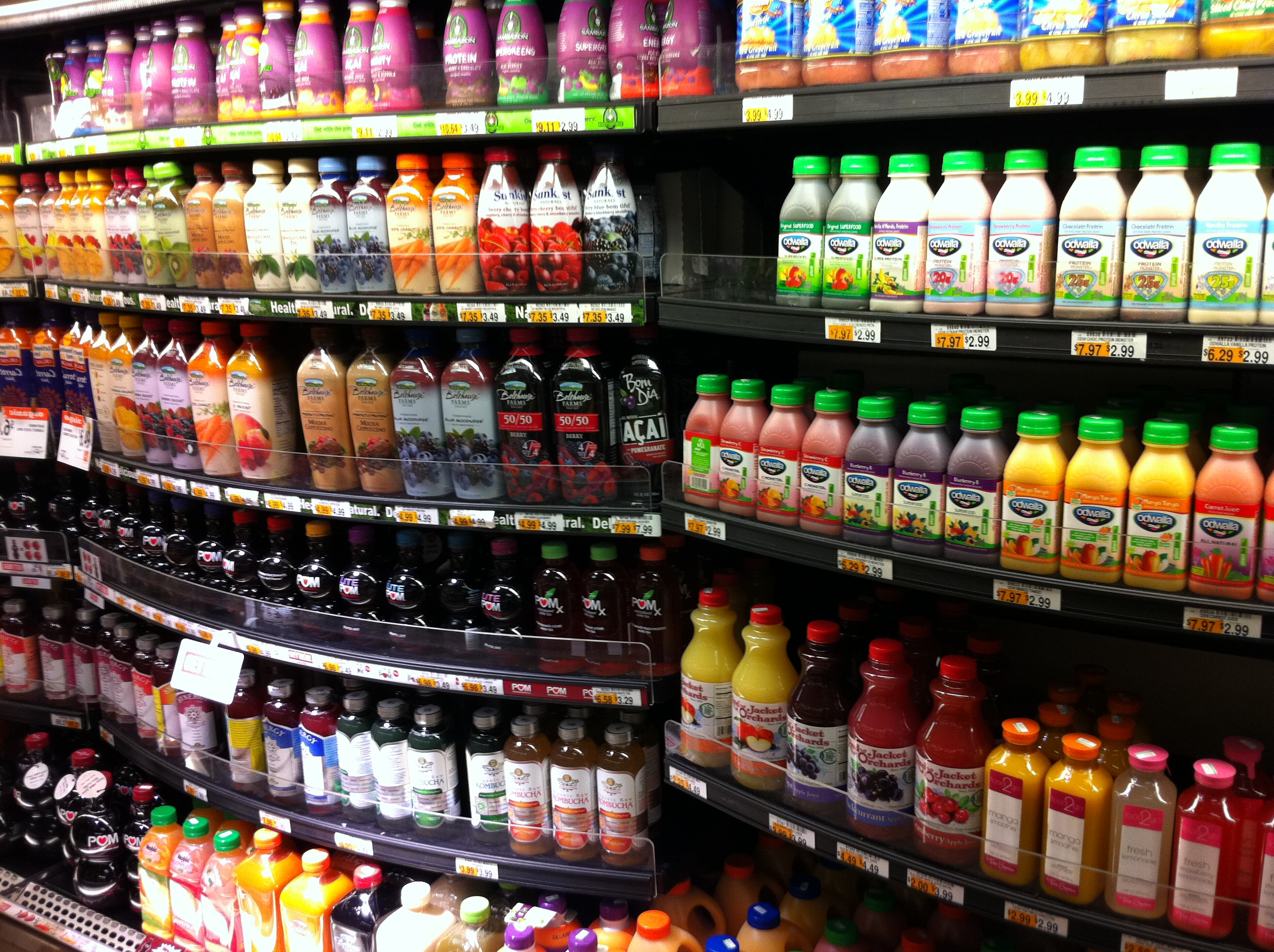 juice-display-at-nyc-grocery-store